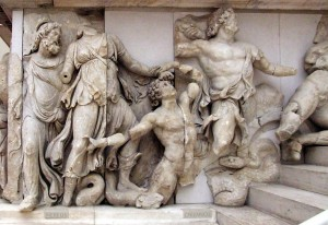 Scène de Gigantomachie avec Nérée, Doris et Océan, frise du Grand autel de Pergame, IIe siècle av. J.-C., Musée de Pergame (Berlin)